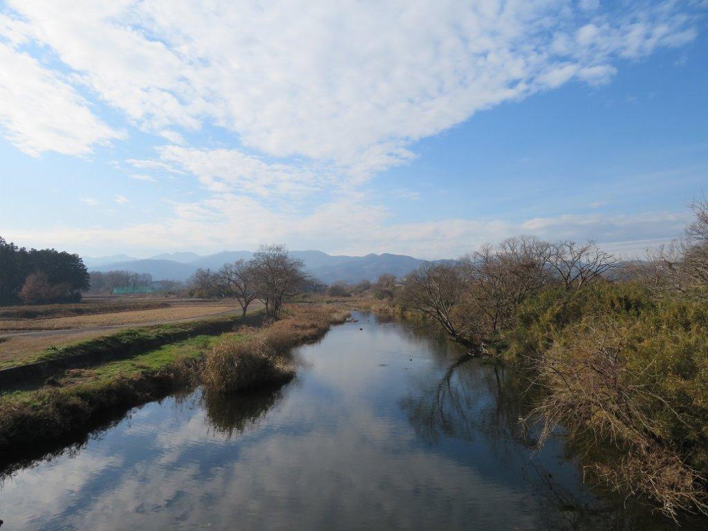 空と山と川